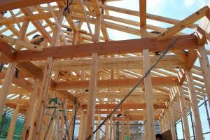 二階を受ける梁の木組み