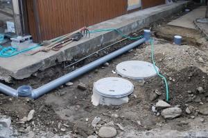 浄化槽の設置・配管作業