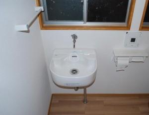 施主さん希望の介護用として大きめの手洗い器にしました