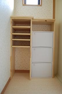 収納棚や飾り棚