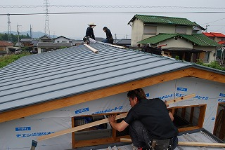 木造車庫の屋根板金