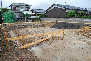 新築現場の基礎工事着工