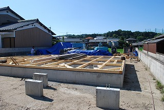 構造材の現場搬入