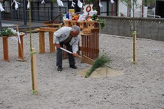 新築現場の地鎮祭