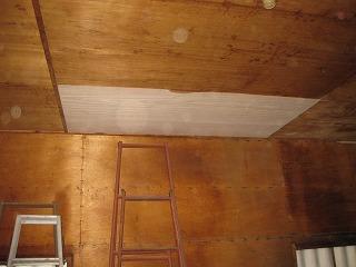 倉庫の天井板張り替え