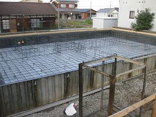 新築住宅の基礎工事のコンクリート打設