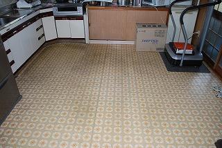 システムキッチン設置及び床張替え