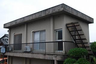 鉄骨ブロック造りの建屋