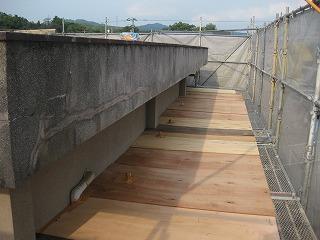 鉄骨ブロック造建屋の屋上屋根の設置