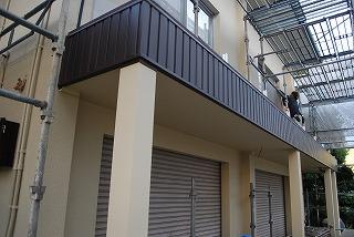 鉄骨ブロック造のスラブへの屋根設置工事