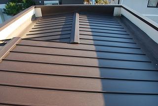 新規に板金屋根の張替え完了