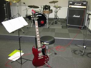 エレキギターを借りて