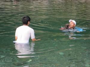 加茂川で泳ぎました!