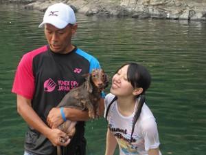 家族で加茂川で泳ぎました!