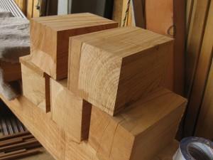 欅材を使って部材造り