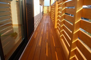 新築住宅の完成:木造バルコニー