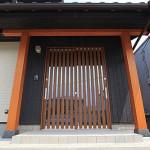 玄 関(鳥居風にデザイン)