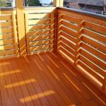 檜材のベランダ:通風腰パネル