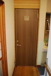 トイレドアの入替え