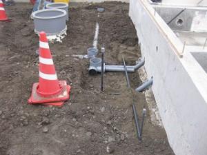 新築工事の外部配管工事
