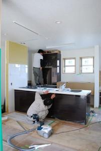 新築のオープンキッチン:リクシル