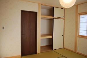新築の真壁の和室