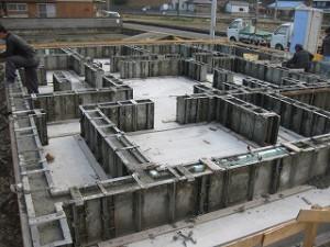 新築現場の基礎工事