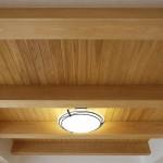 リビングの檜梁と杉板天井