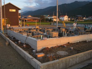 新築住宅の基礎外部廻りの給排水配管埋設工事