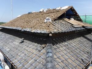 入母屋造りの屋根瓦葺き替え工事