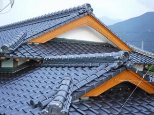 屋根和瓦の葺き替え左官漆喰塗り