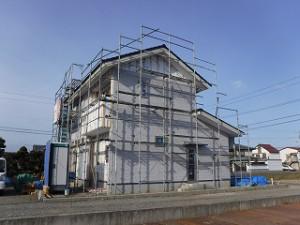 新築住宅外壁サイディング施工中