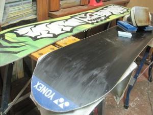 スノーボード板のワックスがけ