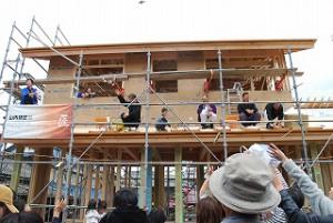 新築住宅の上棟式とお餅巻き