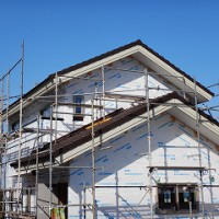 木造二階建ての新築住宅の工事状況