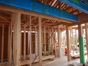 建前・上棟後の新築住宅