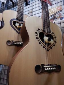 ハート型のギター