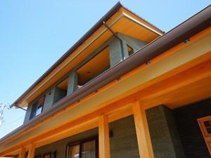 下屋根のある新築住宅