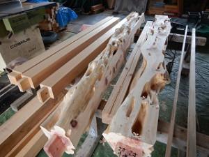 新築工事の玄関木部屋根