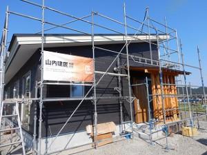 平屋建て新築住宅の外壁サイディング張り施工