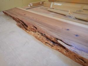 肥えた杉無垢材
