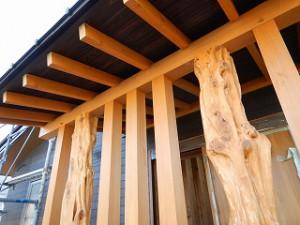 檜無垢材の玄関ポーチ