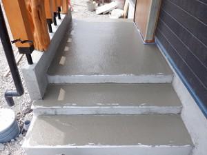 新築住宅の玄関土間 黒石那智石も洗い出し仕上げ