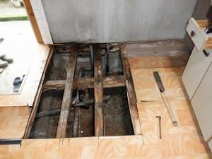 台所床下配管の漏水修理