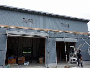 新築倉庫の外壁