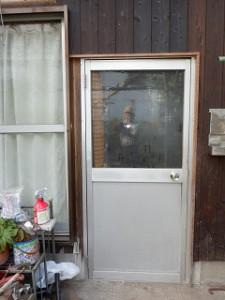 勝手口ドアの取り替え