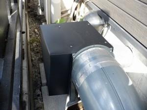 排煙排気ファンの防雨カバー取付