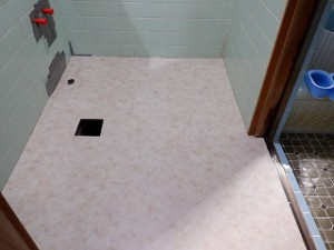 洗面脱衣室の床貼り替え