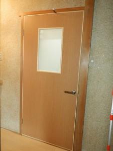 板戸ドアの取替え
