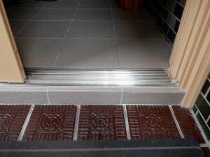 玄関引違い戸のカバー工法